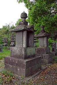 円通寺の千葉胤繁夫妻墓所
