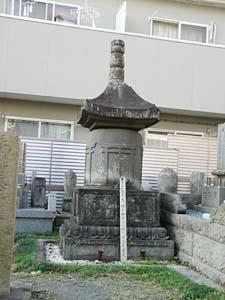 持氏供養塔